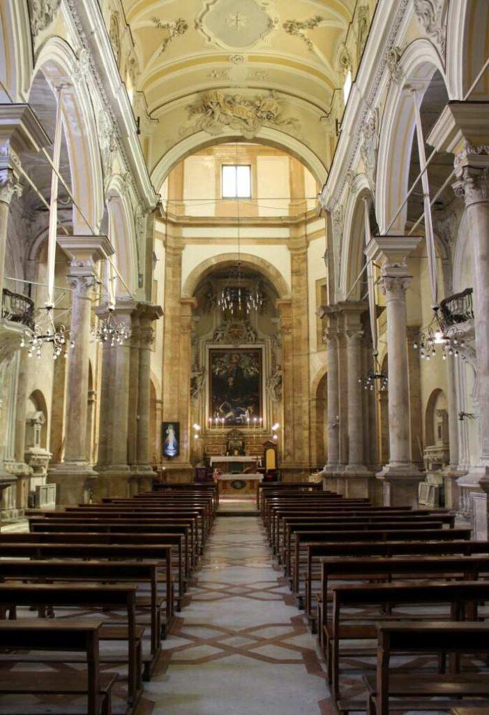Foto della navata centrale