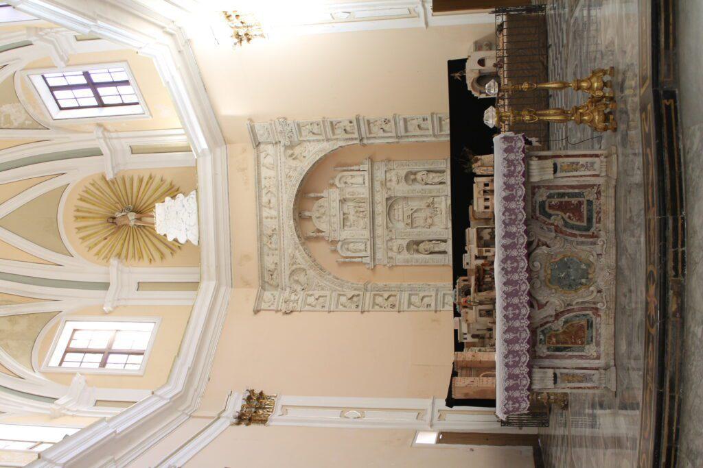 San Mamiliano - Presbiterio con altare maggiore e tribuna marmorea di A. Gagini (1517)