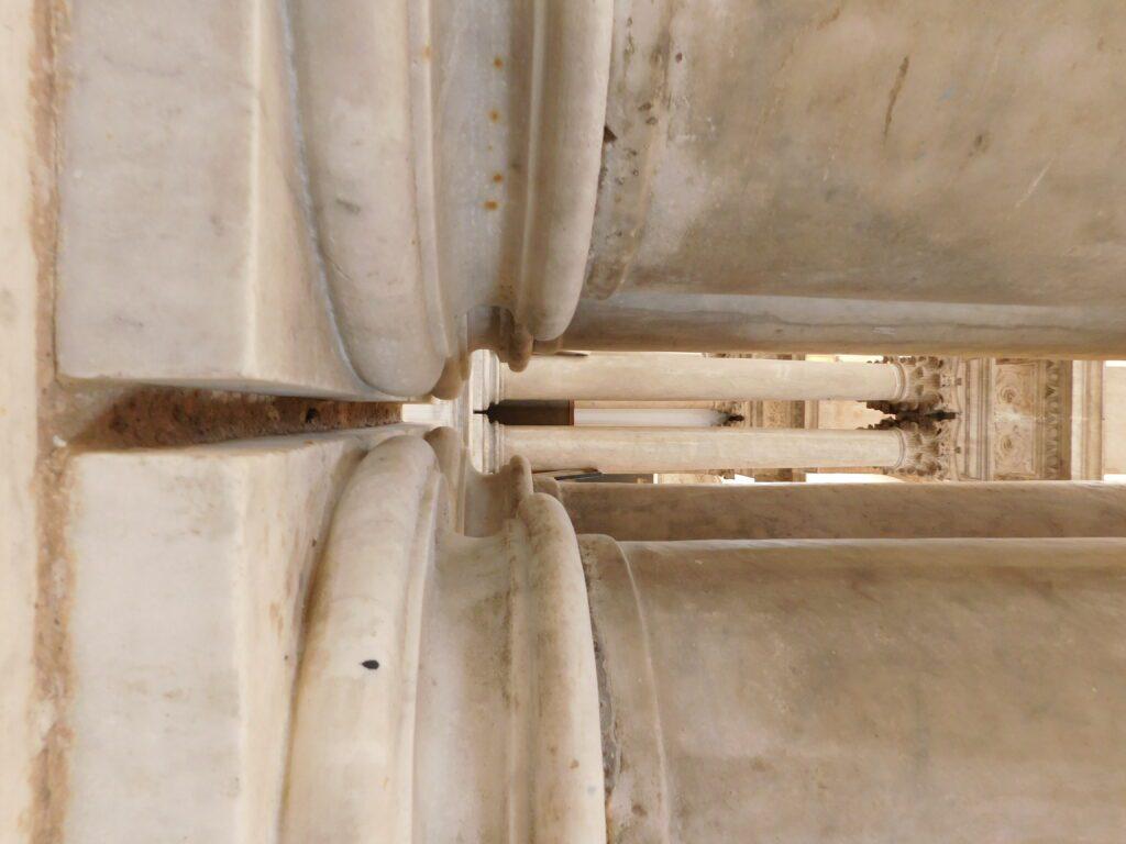 San Giorgio dei Genovesi - Dettaglio del basamento delle colonne