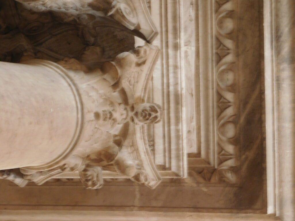 San Giorgio dei Genovesi - Dettaglio di uno dei capitelli