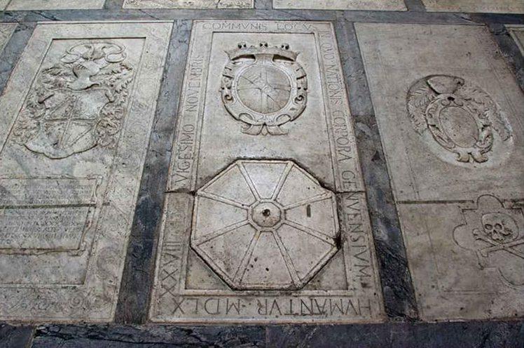 San Giorgio dei Genovesi - Lapide con botola ottagonale della cripta