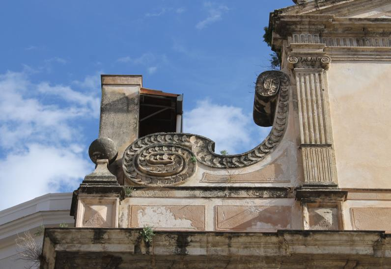 San Sebastiano - Dettaglio di una delle volute di raccordo che divide il primo ordine dal secondo