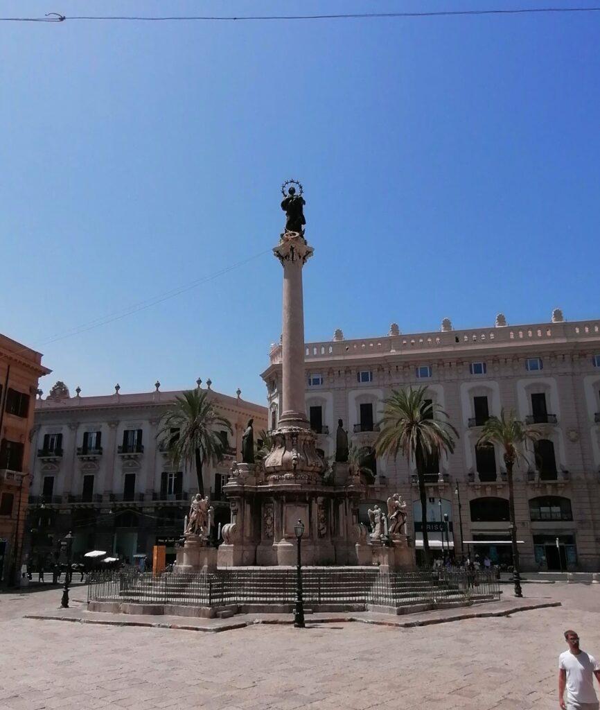 Complesso di San Domenico - Piazza San Domenico e Colonna dell'Immacolata