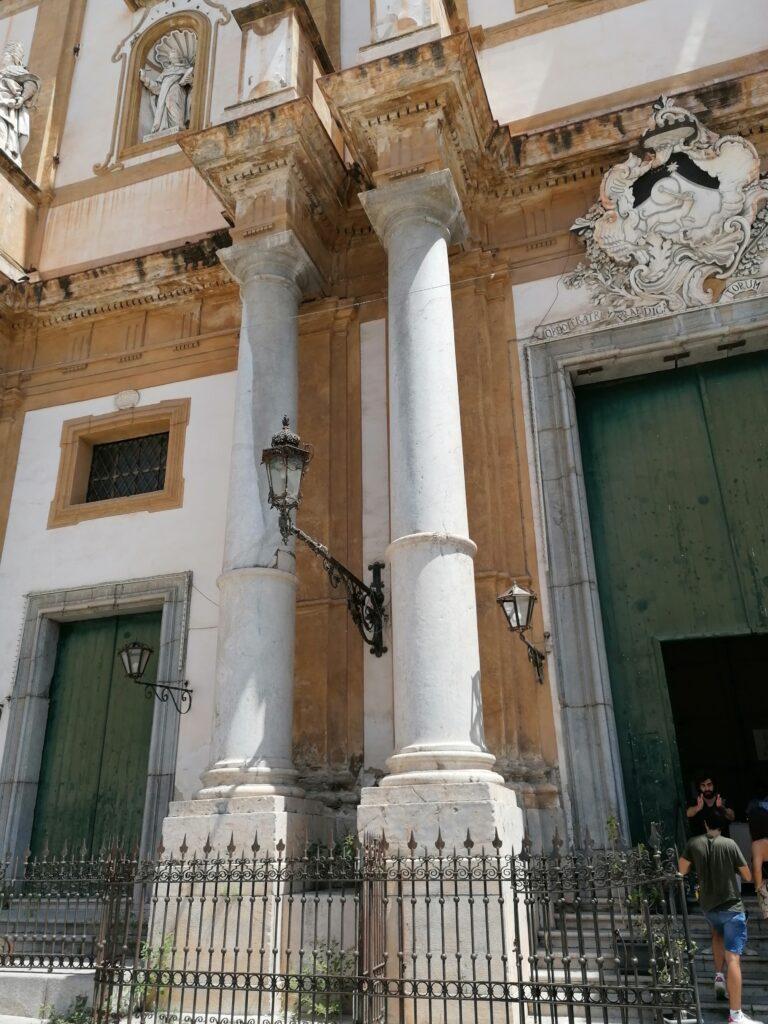 Complesso di San Domenico - Colonne del prospetto